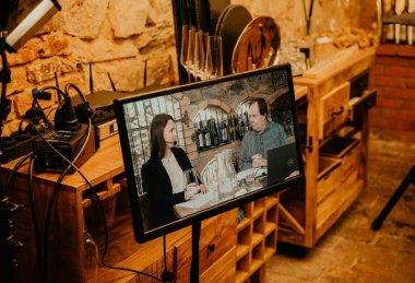 Online degustace vína pro Savencia