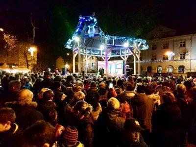 Slavnostní rozsvícení vánočního stromečku v Neštěmicích
