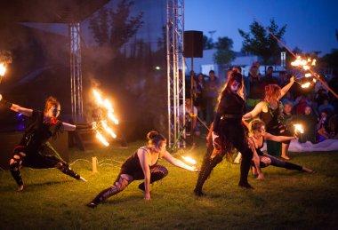 Vox Luminas - ohnivá show čarodějnice