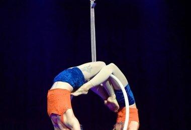 Akrobatické duo Sisterhoop