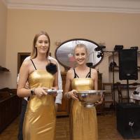 Zlaté společenské šaty s ramínky (i bez ramínek)