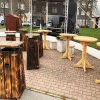 Dřevěný koš Morales Aussig ™ s barovým stolkem